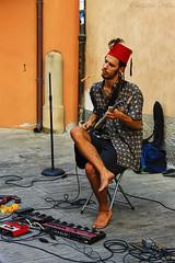 Artista Chitarrista di strada - Street guitarist artist (Eugenio GV Costa) Tags: approvato artisti strada chitarrista guitarist street ritratto artista portrait artist outside ritrattostreet music musician