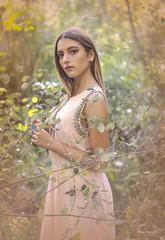 SOÑANDO - DREAMING (Pepa Morente ( 2.400.000 de VISITAS )) Tags: mujer bella soñadora guapa bosque