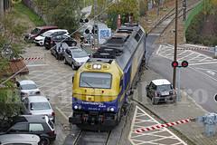 Entre coches (Mariano Alvaro) Tags: 335 023 continental rail ramal orcasitas requena tren trenes paso nivel coches
