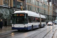 2019-11-29, Genève, Place de la Fusterie (Fototak) Tags: trolleybus filobus obus genève switzerland geneva tpg hess swisstrolley ligne7 752