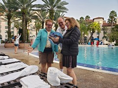 Deciding On A Drink (Joe Shlabotnik) Tags: verne november2019 universal universalorlando florida hardrockhotel orlando galaxys9 nancy swimmingpool sue pool cameraphone 2019