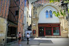 Dans le vieux Tours, Tours, Indre-et-Loire, France (claude lina) Tags: claudelina france indreetloire tours architecture colombage