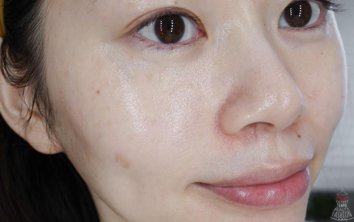 擦上黃金霜後,不僅吸收很好,肌膚的水潤跟光澤都讓人滿意