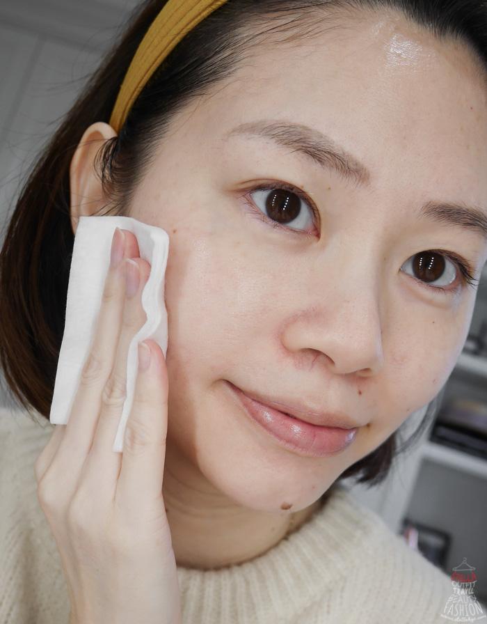 擦完 IOPE 青春活顏菁粹後,肌膚會明顯有保水透亮感