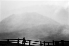 "F_MG_9225-BW-Canon 6DII-Tamron 28-300mm-May Lee 廖藹淳 (May-margy) Tags: bw maymargy 山 黑白 逆光 人像 剪影 街拍 背影 模糊 谷 霧 天馬行空鏡頭的異想世界 線條造型與光影 木柵欄 portrait silhouette 台灣 陽明山 backlighting 擎天崗 台北市 中華民國 重複曝光 viewfromback 台灣攝影師 心象意象與影像 fmg9225bw hills multipleexposure valley woodenfence yangmingshannationalpark taipeicity 陽明山國家公園 taiwanphotographer 擎天崗大草原 streetviewphotography mylensandmyimagination naturalcoincidencethrumylens linesformsandlightandshadow qingtianganggrassland blur foggy taiwan lee 霧中 repofchina canon6dii tamron28300mm""may 廖藹淳mountain fog 起霧"