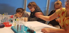 Czwarta klasa w laboratoriach Centrum Nauki Experyment w Gdyni