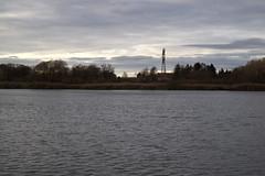 Berlin - Malchower See (tom-schulz) Tags: eosm3 meike3517 rawtherapee gimp berlin thomasschulz wasser see teich himmel wolken silhouette strommast haus