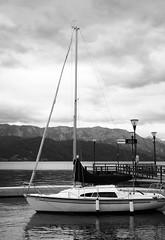 Wolken über dem Attersee (UlvargHS) Tags: attersee österreich see wasser wolken schiff boot anleger urlaub ausflug sw olympus olympusomdem10ii ulvarg