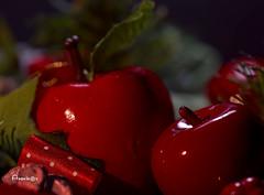 02_Red_MM (Anavicor) Tags: red rojo hmm mm macromondays adorno ornament rouge decoration apple manzana rosso nikon d5300 tamron90mm anavicor anavillar villarcorreroana bokeh christmas navidad
