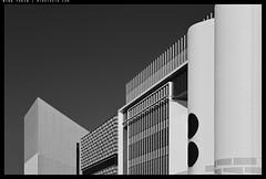 _Z730524 copy (mingthein) Tags: thein onn ming photohorologer mingtheincom availablelight bw blackandwhite monochrome architecture hk hong kong nikon z7 1650 geometry abstract