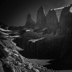 Y gracias por venir (.KiLTЯo.) Tags: kiltro cl chile torresdelpaine nationalpark magallanes patagonia mountain geology rocks granite landscape nature bw blackandwhite water ice snow trekking