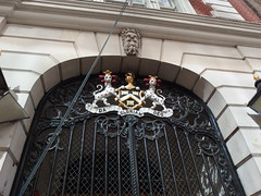 Arms Over the Entrance to the Dyers' Hall, Dowgate Hill, London, 6th August 2019 (Phil Masters) Tags: 6thaugust august2019 london arms doorway dyershall dowgatehill dowgatehilllondon dagloriamdeo