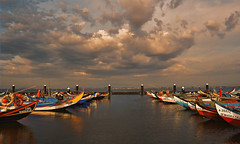 bateiras at the end of the day (AChaby) Tags: acyro aveiro portugal water waterscape rio ria barcos boats sky ceu