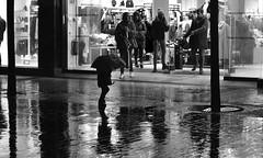 charcos (gabrielg761) Tags: charco niño juguete lluvia travesura noche