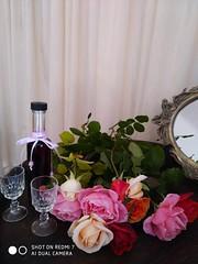 ♥♥♥ Happy Birthday Nina!! ♥♥♥  IMG_20191202_100211 (amalia_mar) Tags: flowers fiori fleurs bouquet roses liquer glasses gift love details sundaylights smile smell stilllife