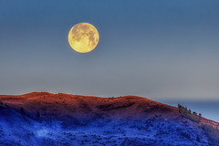 Moonset - taken May 10, 2017 (rigpa8) Tags: moonset fullmoon cold sunrise firstlight landscape nature mountains ngysaex