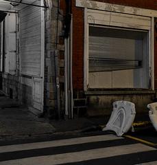 (Jean-Luc Léopoldi) Tags: coin angle corner street rue magasin fermé boutique zebracrossing passage soir nuit dark