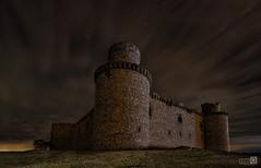 The Castle (JoseQ.) Tags: castillo castle nocturna nights noctografos luces estrellas star iluminar toledo barcience torres ruinas construccion muros