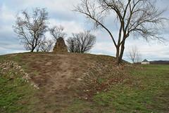 Bílá Hora a pozadí letohrádek Hvězda (ondras brabec) Tags: památník bílá hora 1620 hvězda břevnov praha