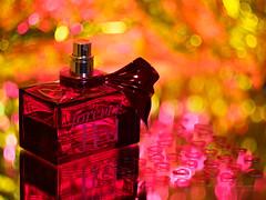 Forever Red (Karsten Gieselmann) Tags: apertureblending czjpancolar50mmf18 em1markii flacon herz hoya kosmetik kunstlicht macromondays makro microfourthirds olympus polarisationsfilter polfilter stilleben vintagelens artificiallight kgiesel m43 macro mft polarizingfilter stilllife rot red