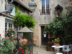 Bourbon Lancy - Saône-et-Loire (Cherryl.B) Tags: village touristique touriste charmant campagne fenêtre cage fleurs ruelles médiéval bourgogne