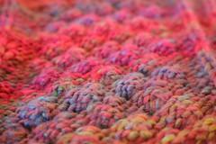 Détails colorés (bateauxdefumee) Tags: colors couleurs rose pink violet purple détails vêtements clothes poncho handmade faitmain