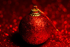 Macro mondays - Red (Jose Rahona) Tags: macromondays red ball ornament