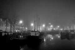 dark&foggy night (Rien van Voorst) Tags: streetphotography straatfotografie strasenfotografie fotografíacallejera photographiederue fotografiadistrada monochrome city urban highcontrast nederland thenetherlands groningen dark dunkel donker mist fog nebel