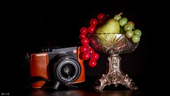#Fruits - 7797 (✵ΨᗩSᗰIᘉᗴ HᗴᘉS✵90 000 000 THXS) Tags: fruit fruits stilllife naturemorte crazytuesdaytheme crazytuesday blackbackground leica leicaq panasonic panasonicgx9 belgium europa aaa namuroise look photo friends be yasminehens interest eu fr party greatphotographers lanamuroise flickering challenge raisin coupedefruits false camera brilliant metal