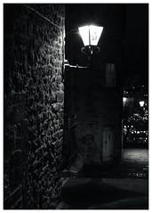 Royal Mile, Edinburgh(3) (S.R.Murphy) Tags: edinburgh fujifilmxf35mmf2 night nov2019 urban urbanlandscape fujifilmxt2 nightphotography socialdocumentary streetphotography bw bnw blackandwhite monochrome streetlights