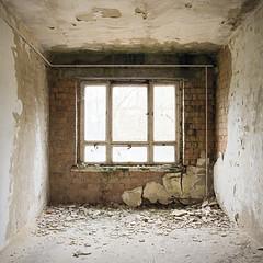 Büro / office (Jo Datou) Tags: gssd sovietarmy sowjetarmee abandoned verlassen verfall square quadrat