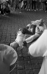 Capoeira (caco.carvalho) Tags: brazil brasil sãopaulo vãodomasp masp tmax400 kodak summaron35mmf28 pretoebranco blackandwhite film filme 20denovembro consciêncianegra capoeira m3 leica leicam3