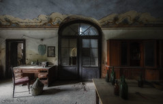 Today is the tomorrow you talked about yesterday... (Fragile Decay) Tags: house once was home abandoned forbidden forgotten fragiledecay italie desk door