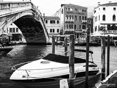 190703-077 Venise (clamato39) Tags: olympus venise italie italy europe voyage trip canal eau water city ville urban urbain blackandwhite bw monochrome noiretblanc