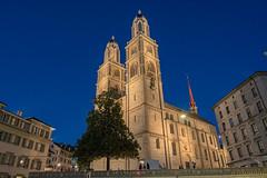 Grossmünster (Stauromel) Tags: suiza zurich grossmünster catedral catedraldezurich nocturna horaazul alquimiadigital arquitectura stauromel skyline street fuji fujixt2 románico carolingio reformaprotestante