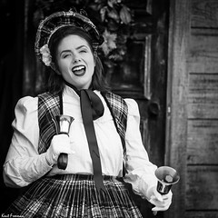 Knott's Merry Farm (Kent Freeman) Tags: sony ilce7m3 zeiss batis 28135 fe za a7iii portrait people batis28135 knotts berry farm merry bell ringer singer performer