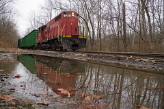 y&s 035 (Fan-T) Tags: reflection ys 222 gp18 youngstown southern souhteastern negley garbage unload landfill ohio shortline ibcx icg 9368