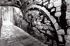 Night Girona - BW (rossendgricasas) Tags: girona catalonia bw bn monochrome night photo photography streetphotography nikon