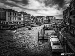 190703-462 Venise (clamato39) Tags: samsung italie italy venise voyage trip canal eau water city ville urban urbain ciel sky blackandwhite bw monochrome noiretblanc