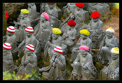 10ème jour / 10th day - Statues au bonnet / Statues with a cap - Daisho-in - Miyajima (christian_lemale) Tags: daishoin miyajima japon japan nikon d7100 statues bonnets caps temple 宮島 日本
