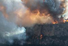 Ruined Castle Fire (benpearse) Tags: ben pearse photography blue mountains professional australian nsw photographer editorial advertising 2019 commissions award winning outdoor location fine art landscape prints licensing photos katoomba sydney business magazine bushfire fire narrowneck plateau ruined castle jamison valley pitts amphitheater guardian media publication documentary