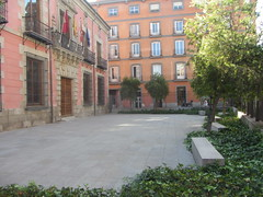 Grounds of  Madrid History Museum, Calle Fuencarral,  Chueca, Madrid (d.kevan) Tags: museum buildings grounds plants trees benches balconies windows doors chueca madrid callefuencarral museumofhistoryofmadrid ivy climbingplants flags paving metalwork 1929 1673 architecturaldetails decorativedetails railings