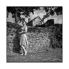armelle 4 • gevrey-chambertin, burgundy • 2019 (lem's) Tags: armelle pinup vintage vineyard vignoble bourgogne burgundy house ruin maison ruine urbex gevreychambertin zenza bronica