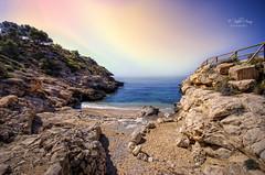 (317/19) Cala Conill (Villajoyosa) (Pablo Arias) Tags: pabloarias photoshop nx2 cielo nubes arquitectura paisaje cala mar mediterráneo agua piedras rocas conill villajoyosa