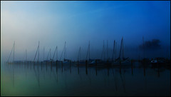 Sleeping Boats (angelofruhr) Tags: boote boats nebel nebbia fog morning morgenstimmung chiemsee segelboote see lake reflexion reflections dämmerung dawn daarklands