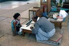Hilfe für einen kleinen Schritt in richtung Nirwana (walter 7.8.1956) Tags: 1981 madaly myanmar burma asien