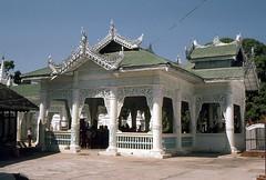 Geschichte und Tradition in Myanmar (walter 7.8.1956) Tags: 1981 myanmar madaly asien tempel architektur burma