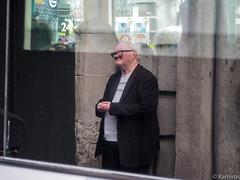 Eyeglasses (sladkij11) Tags: scozia streetphotography occhiali riflesso uomo portrait