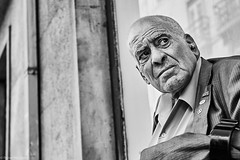 Mann (rainerneumann831) Tags: bw blackwhite street streetscene ©rainerneumann urban monochrome candid city streetphotography blackandwhite lisboa lissabon mann portrait