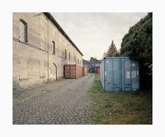 Cologne, 2019 (Darius Urbanek) Tags: 120 6x7 kodak mamiya7 portra400 analog color film mediumformat decay cologne köln ehrenfeld container